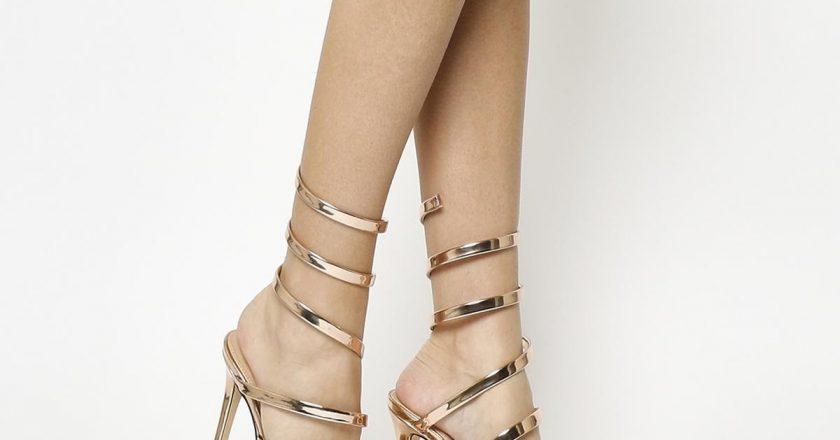 Có hay không việc nên xi mạ gót giày cho phái đẹp?